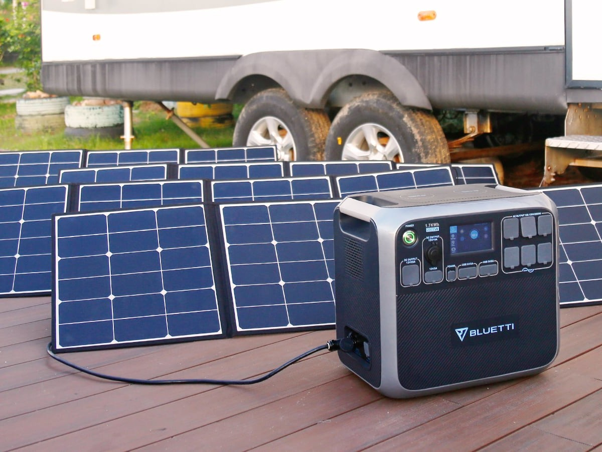 Bluetti AC200 SMART Solar Power Station
