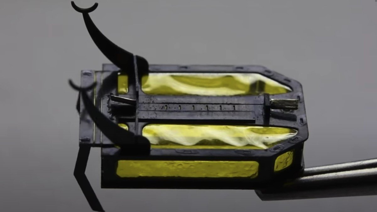 RoBeetle insect-sized microbot runs on methanol