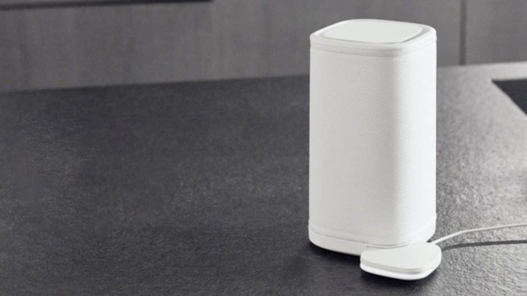 Eteria filterless personal air purifier